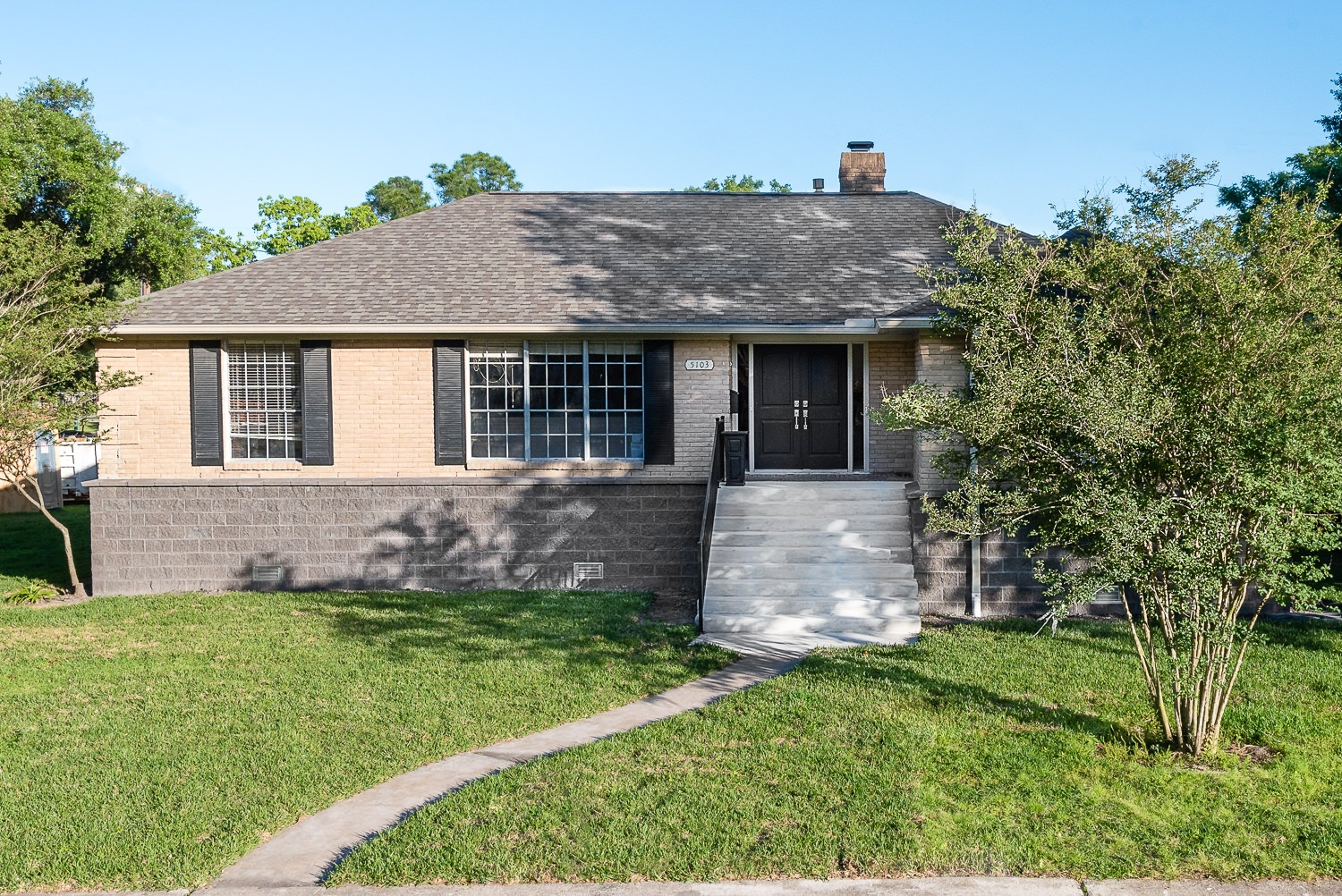 5103 Queensloch, Low Lift, P3 Elevation, Front with Stairs